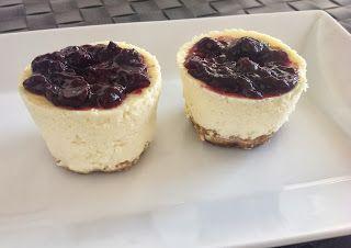 Mini tartas de queso con mermelada de arándanos