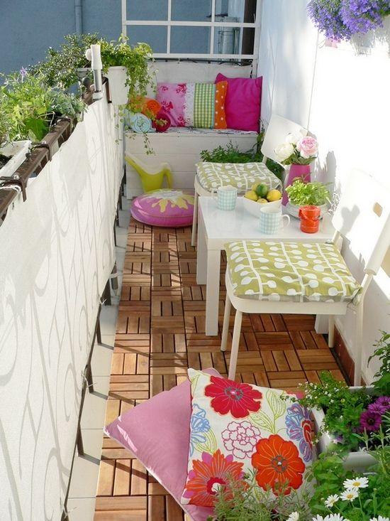 Arredare il balcone: perché non coprire la ringhiera?
