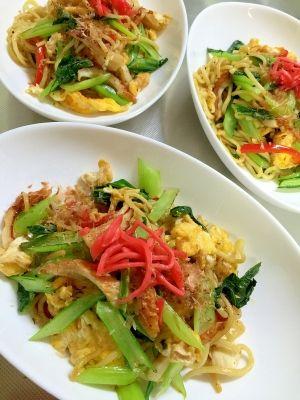 「肉なし!卵とチクワで簡単節約☆小松菜の塩焼きそば」あっさりした野菜メインの塩焼きそば。朝ごはんを食べ過ぎた時の昼食でーっす(^^♪【楽天レシピ】