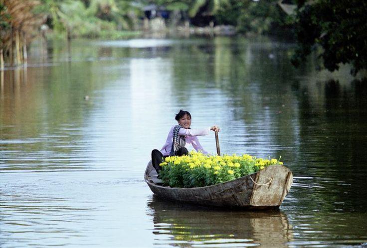 Le Ly est une musique folklorique qui a surtout évolué dans le Sud du Vietnam. Les chansons abondent non seulement dans la variété mais aussi dans les contenus, les thèmes et les caractéristiques m...