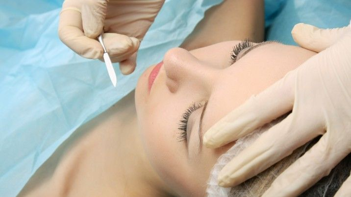Dermaplaning Pros Making your skin look smoother and helping it absorb cosmetics much faster are among the biggest draws of this procedure. Dermaplaning also removes vellus hairs, or peach fuzz, the fine facial hairs that are usually unnoticeable. #Dermaplaning #Pros #SkinCare #Unoblogs #Freeblogs