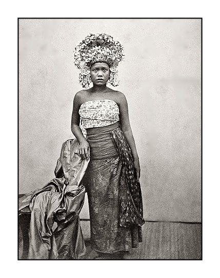 BALINESE DANCER.....1870....PARTAGE OF OLD BALI  PHOTOS.....ON FACEBOOK..... #Bali #dance