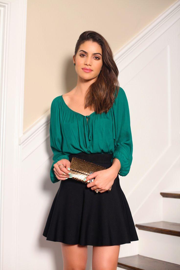 camila coelho green shirt look