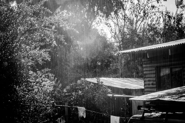 Fotografía en blanco y negro. Exposición larga. Día de lluvia. Santiago - Chile.