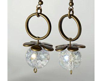 boucles d'oreilles billes de verre blanches accesoire laiton antique