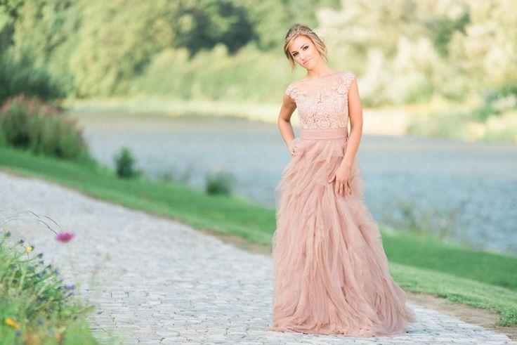 długa suknia ślubna, suknia ślubna w kolorze nude