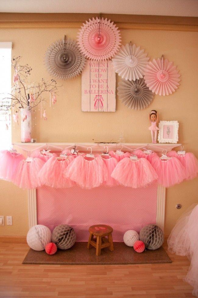 Τα μικρά κορίτσια λατρεύουν τις νεράιδες και τις μπαλαρίνες... ίσως γιατί και οι δεύτερες θυμίζουν νεράιδες με τις ροζ, φανταχτερές στολές τους! Τίποτα δεν θα ευχαριστούσε περισσότερο την μικρή σας εορτάζουσα από ένα πάρτι με θέμα το μπαλέτο! Και τίποτα δεν θα μπορούσε να είναι πιο εύκολο από την διοργάνωση μιας παραμυθένιας γιορτής γεμάτη τούλι [...]