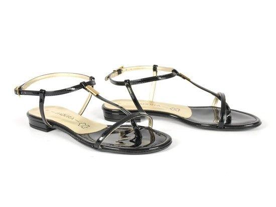 Czarne sandały na płaskiej podeszwie Badura, 229 zł