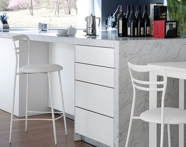 Dora Domitalia  The fixed stool Dora by Domitalia has a simple design and a lot of customization possibilities. You can choose the finishing of the structure, of the backrest made of cast aluminum and of the upholstered seat.  Suitable in the kitchen, it can match the modern or the classic style, with the same ease.  http://www.martinelstore.com/en/prod/chairs/stool/dora-domitalia-1838.html