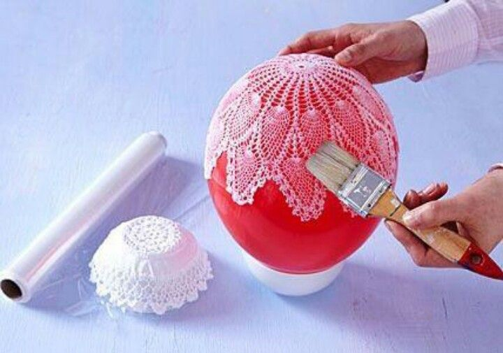 Modgepodge a doily over a balloon...makes a beautiful bowl