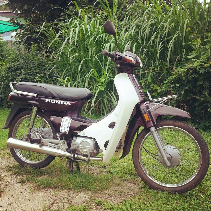 Honda dream C100 with custom decals