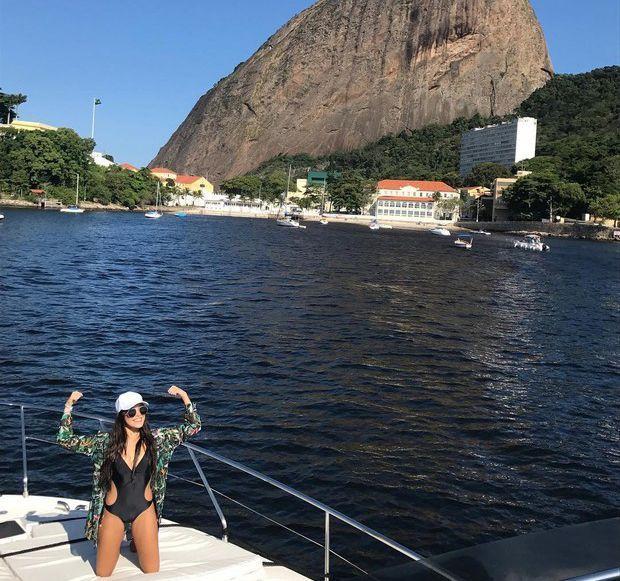 Campeã do 'BBB 17', Emilly ostenta em passeio de iate no Rio #BBB, #Bbb17, #Brasil, #CauãReymond, #Emilly, #Ensaio, #EnsaioSensual, #Fama, #GeisyArruda, #Globo, #Instagram, #M, #Morena, #Noticias, #Polêmica, #Praia, #Prêmio, #Reality, #RealityShow, #RioDeJaneiro, #Sensual, #Show, #Tv, #TVGlobo http://popzone.tv/2017/04/campea-do-bbb-17-emilly-ostenta-em-passeio-de-iate-no-rio.html