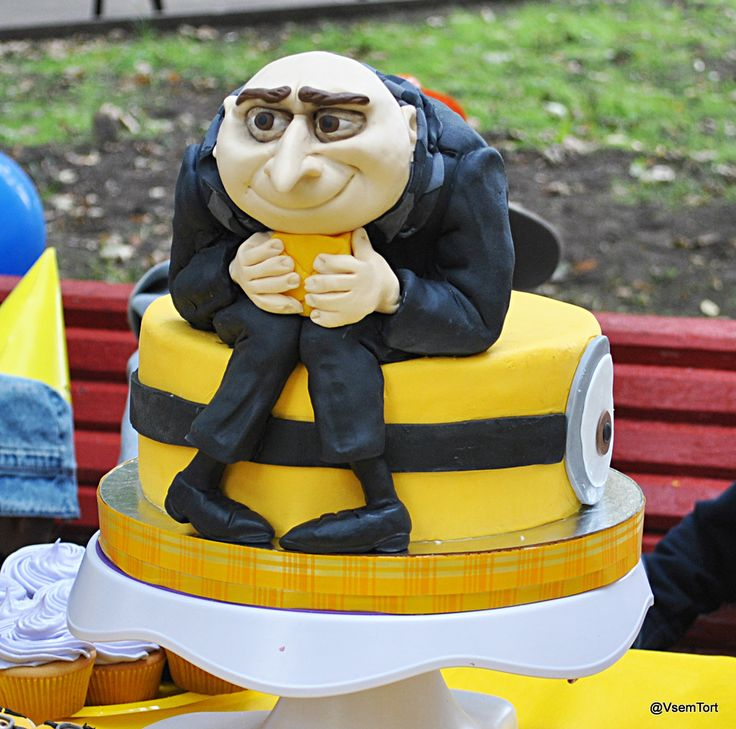 Despicable Me - Despicable Me cake, cupcakes and cookies by Vsemtort