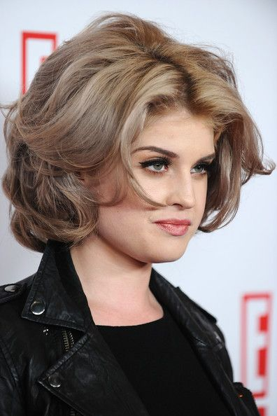 Great do for Kelly Osborne. She looks like Ann Margaret.