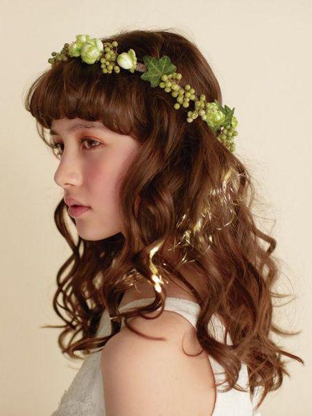 前髪を生かしたダウンスタイルはカジュアルな二次会にもぴったり/Side|ヘアメイクカタログ|ザ・ウエディング