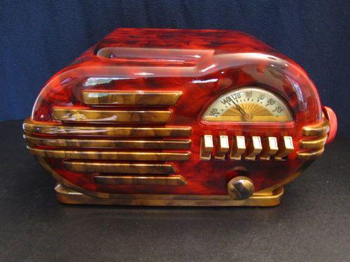 1946 BELMONT ART DECO BAKELITE RADIO.