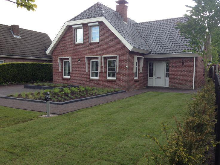 Net aangelegde graszoden in tuin