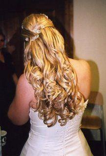 Lindo penteado para noivas mas para formandas também!
