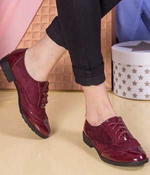 Pantofi bordo fara toc din piele lacuita si catifea