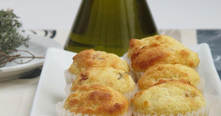 El tema de éste mes de Memòries  d'una cuinera son las madalenas. Las mías saladas.   MADALENAS DE ...
