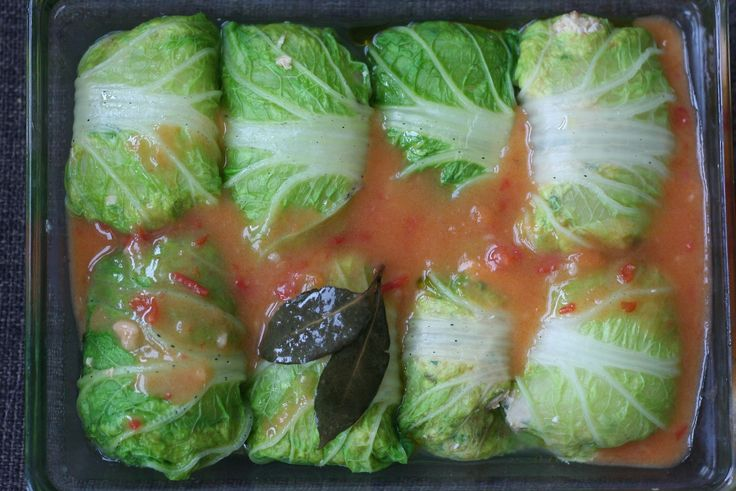 Запеченные голубцы из пекинской капусты с курицей рецепт – основные блюда. «Афиша-Еда»