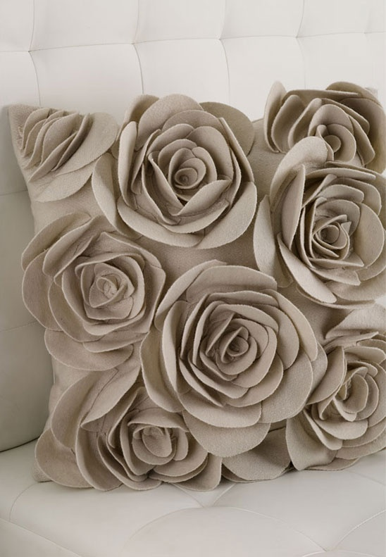 Love it! Rose cushion                                                                                                                                                                                 Mais