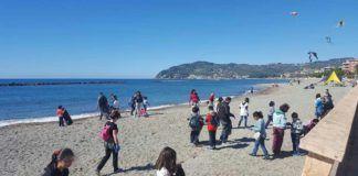 Pulizia delle spiagge, a San Bartolomeo al Mare oltre 50 partecipanti per M'IMporta
