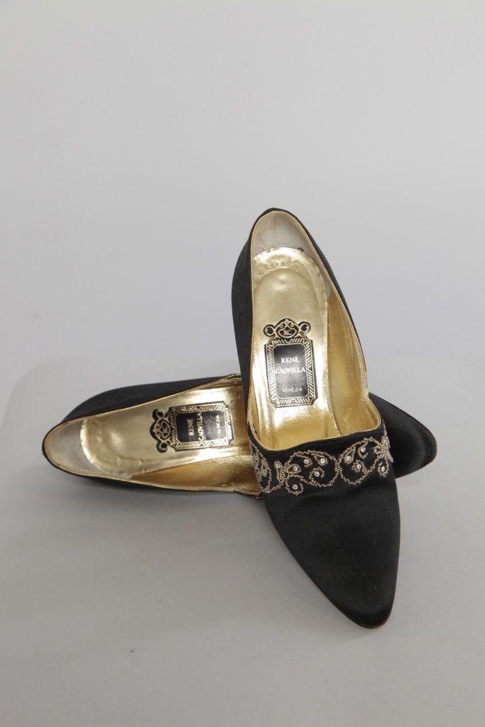 Paire de chaussures en satin noir brodé de perles 1990