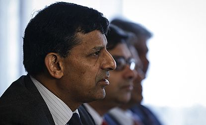 Raghuram Rajan's RBI allows overseas investors to hedge currency risks! #india #finance