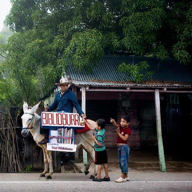 La educación transforma. Cortesía: Fundación Biblioburro, Santa Marta, Magdalena (Colombia).