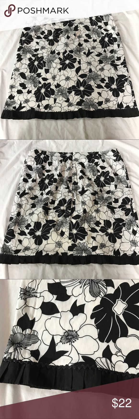 Black and White Floral Skirt Lovely full skirt with big floral designs in high contrast black and white. There is a black strip of fabric along the hem, see close up photo for detail. EUC.   |✅20% Off Bundles| |✅Questions Welcomed| |✅Reasonable Offers| |⛔️Trades| |⛔️Offline Transactions| |Thrift is Sexy 💋👠 Dress Barn Skirts