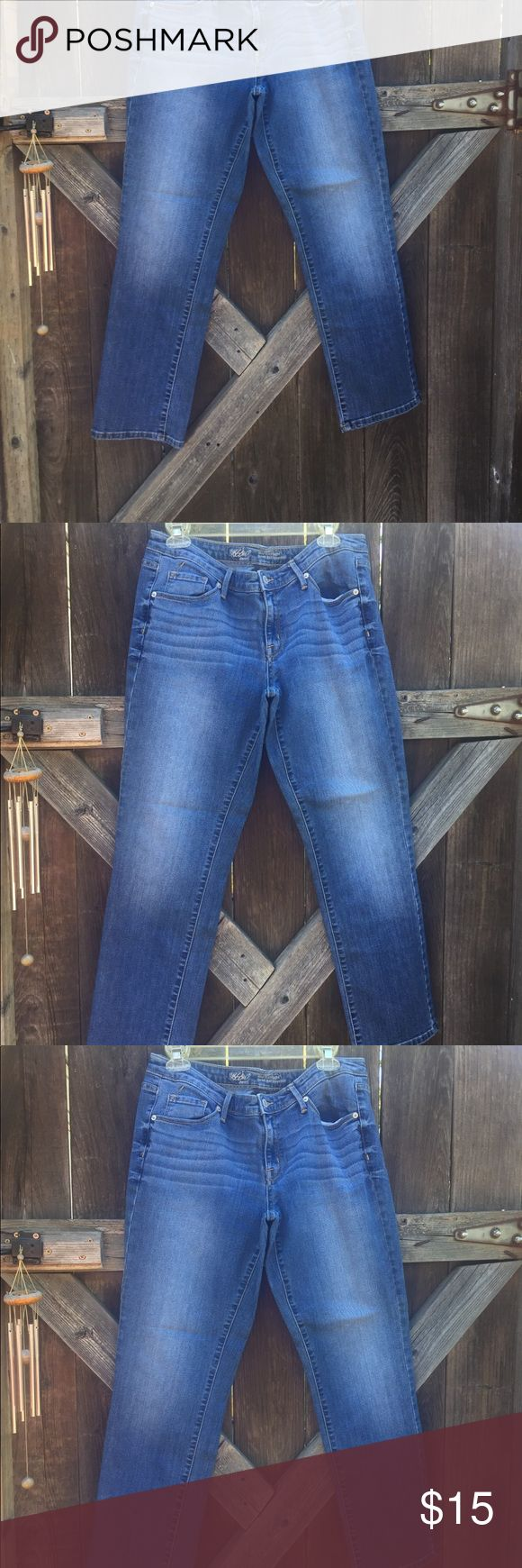 """Women Mid Rise Straight Jeans Love these!! 29"""" Inseam, mid rise straight Modern. Mossimo Denim. 12 Short, gently worn in great condition. Thanks for visiting my closet❣️ Mossimo denim Jeans Straight Leg"""