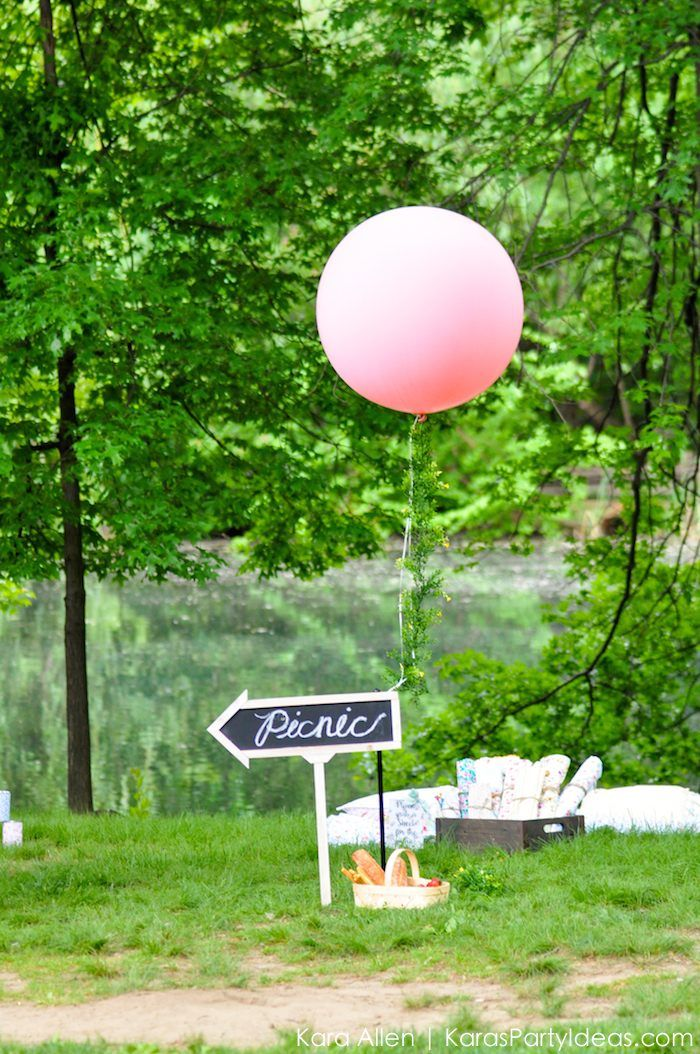 Love the balloon with the vine! Picnic in the Park by Kara Allen | Kara's Party Ideas in NYC_-41