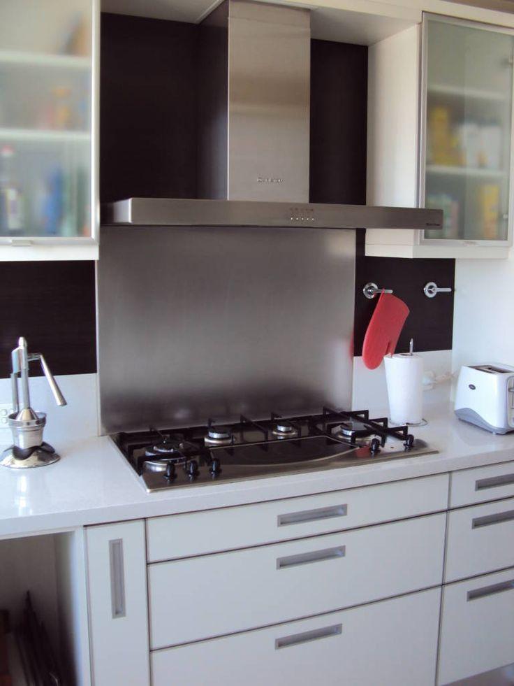 Mirá imágenes de diseños de Cocinas estilo moderno}: . Encontrá las mejores fotos para inspirarte y creá tu hogar perfecto.