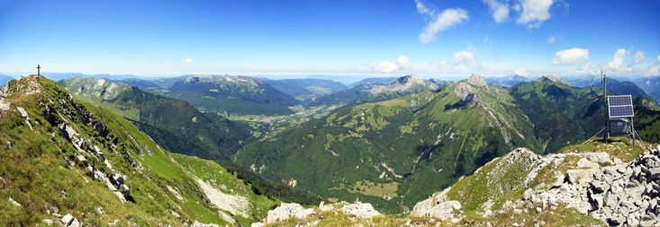 Sommet du #Pécloz : vue Nord sur le Massif des #Bauges (Colombier, Trélod, Arcalod, Pointe de Chaurionde et Tête de la Sambuy) #Savoie #Randonnée #Montagne