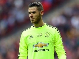 Manchester United to offer David de Gea new contract to warn off Real Madrid?