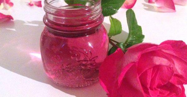 Eau de rose fait maison avec Thermomix, la recette pour préparer votre eau de rose à utiliser pour vos pâtisserie ou à l'usage cosmétique pour votre peau.
