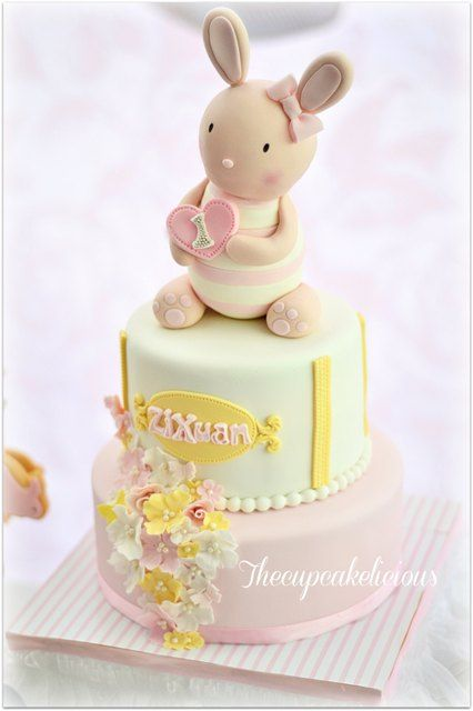 Zi Xuan's Chic Bunny Themed Party: Cake