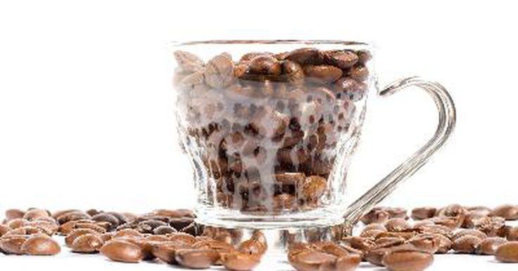 Cómo arreglar una cafetera de goteo. Cómo arreglar una cafetera de goteo. Las cafeteras de goteo son aparatos muy simples que se basan en la gravedad de goteo de agua caliente sobre el café molido. Si no limpias tu cafetera de goteo con regularidad, el café y minerales pueden acumularse en los conductos de agua y pueden causar que la unidad deje de funcionar. Sigue leyendo para ...