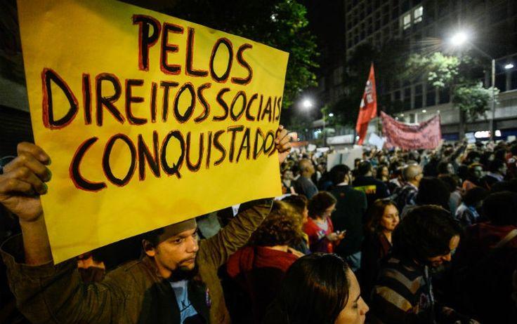 """rio manifesta.jpg  Copacabana abre onda de protestos contra Temer durante Jogos Olímpicos """"Vamos ter um grande ato aqui, com gente de todo o Brasil, denunciando o golpe para o mundo, aproveitando que é o dia de abertura dos Jogos Olímpicos"""", diz o presidente da CUT-RJ"""