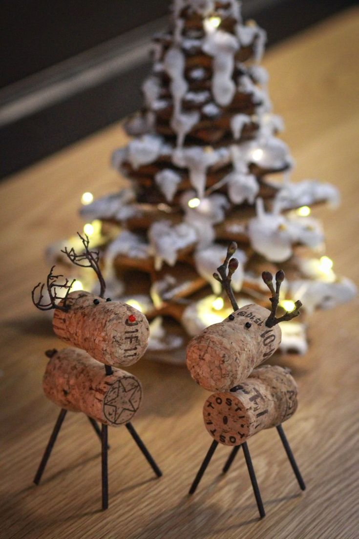 Reindeer and gingerbread decorations in kitchen | Gloria-Keittiöt