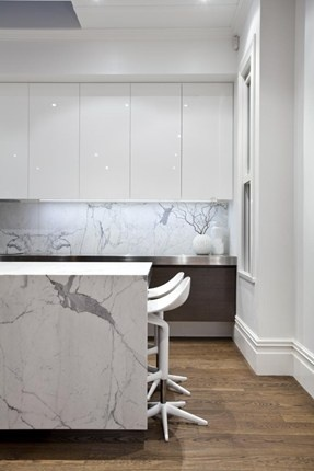 The highly textural oak flooring, American oak cabinetry and Statuario Venato marble contribute a visual depth that takes the kitchen beyond a minimal aesthetic.
