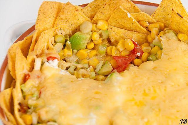 Ingrediënten:   - 230 g maïskorrels   - 2 rijpe tomaten, het vruchtvlees in blokjes gesneden   - 2 rijpe avocado's, geschild, ontpit en ...