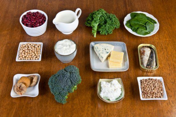 Több féle Kalcium forrást ismerünkTermészetes forrás:magvakban, növényekben, tejtermékekben, nagyobb mennyiségben halakban, tengeri élőlényekben.Közkedvelt kényelmes források