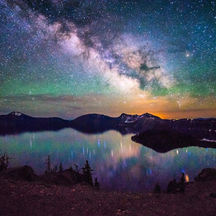 The #MilkyWay over #CraterLake #NationalPark is just mesmerizing. Tiffany Nguyen (@tiffpenguin)
