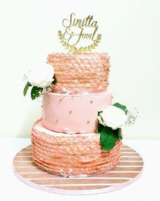 Peach ruffle Wedding cake for Sinitta and Jovil
