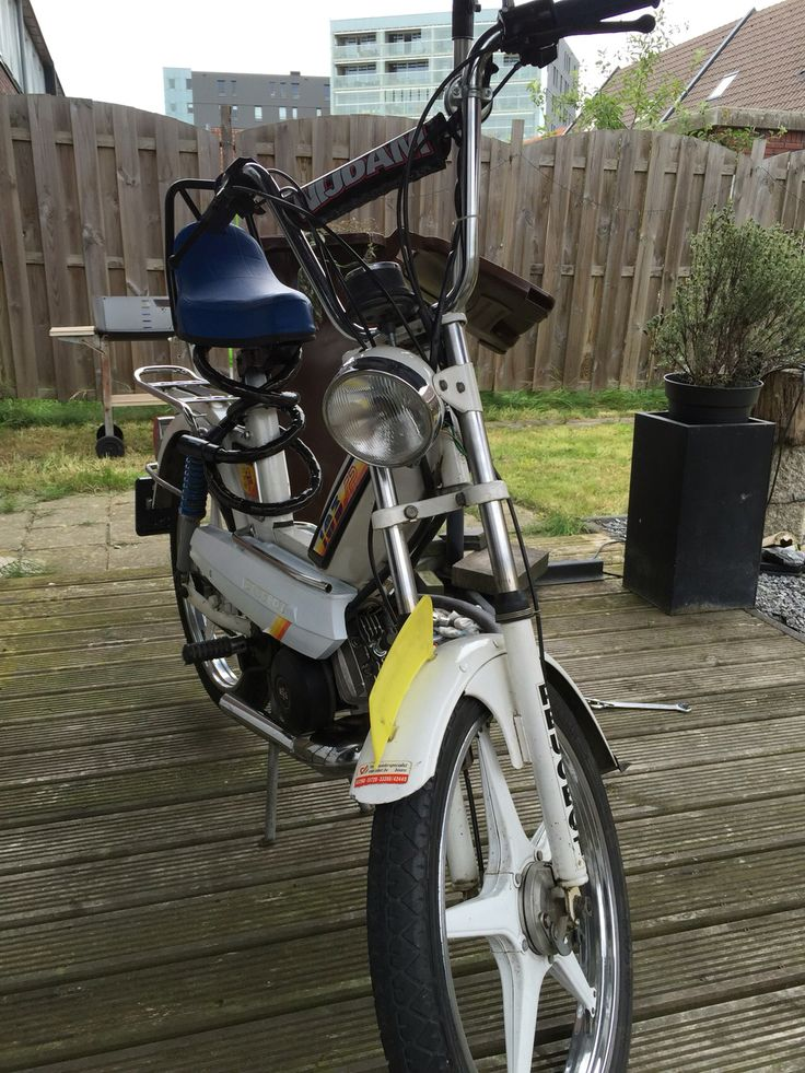 Peugeot 103sp  rare white edition. Restauration and tuning by Ad