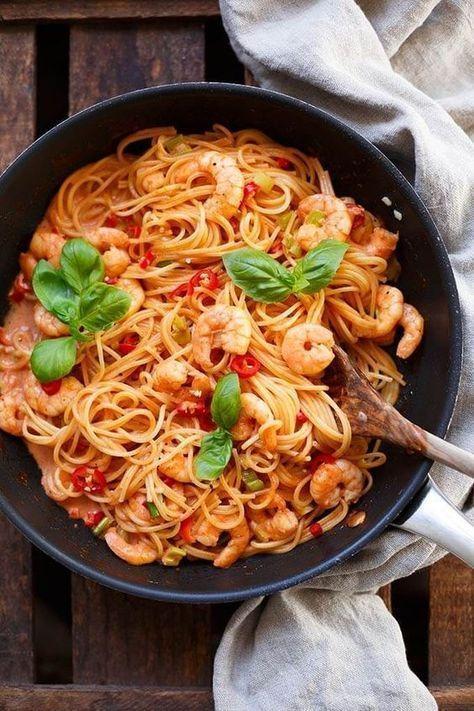 OMG, die Nudeln mit Garnelen-Tomaten-Sahne-Sauce sind wunderbar scharf und …   – Different Food