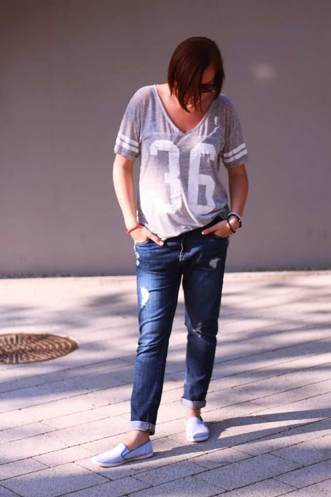 tshirt- H&M from sh jeans - Bershka sneakers - noname sh   http://www.millenniumagelifestyle.com/2014/10/summer-please-come-back.html