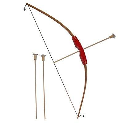 Deze mooie houtenspeelgoed pijl en boog lijkt net op die van Robin Hood. De boog is gemaakt van gebogen hout en het rode handvat ligt goed in de hand. Hij wordt geleverd inclusief 3 pijlen met zuignapjes.(deze blijven niet steken op de schietschijf) Extra pijlen zijn erbij te bestellen.Super leuk om mee te spelen voor groot en klein! Afmetingen: Boog: Lengte 88cm x Breedte 3cm x Dikte3cmPijl: Lengte 41,5cm - Pijl en Boog
